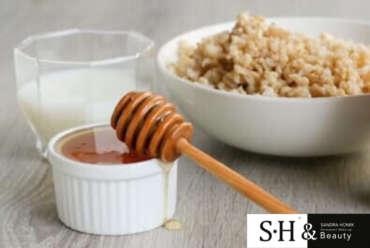 Jako, że pewnie nikomu obecnie nie brakuje w domu ryżu 🙈 podsyłamy wam pomysł na szybką maseczkę z jego udziałem.